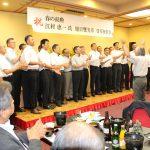 江村事務局長叙勲祝賀会:岡工校歌大合唱でフィナーレ